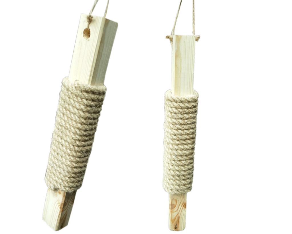 Drewniany drapak wiszący