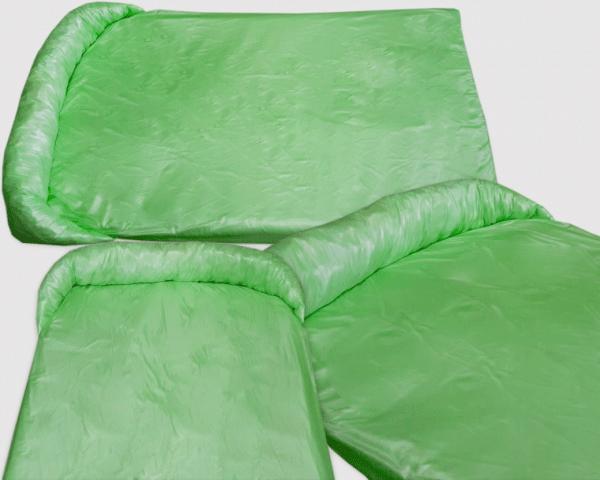 Legowisko ortalionowe typu protektor na kanapę lub fotel dla psów zielone