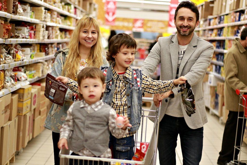 Zakupy rodzinne w sklepie